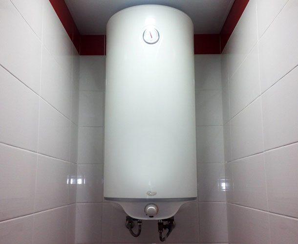 vodonagrevatel-nakopitelnyy-v-tualete