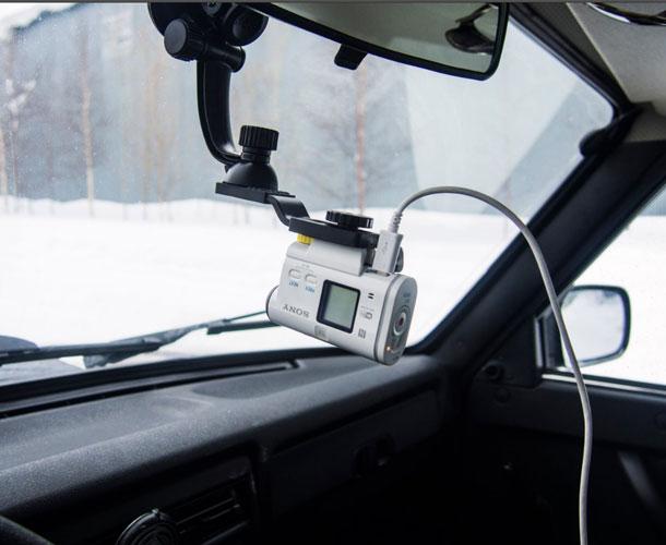 yekshn-kamera-v-avtomobile