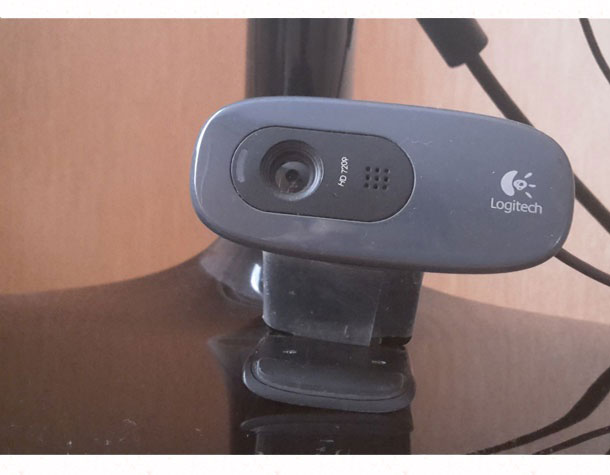 veb-kamera-krepitsya-na-nozhke