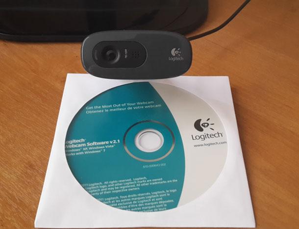 kamera-stoit-disk-lezhit