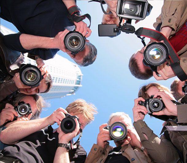 все фотографируют тебя