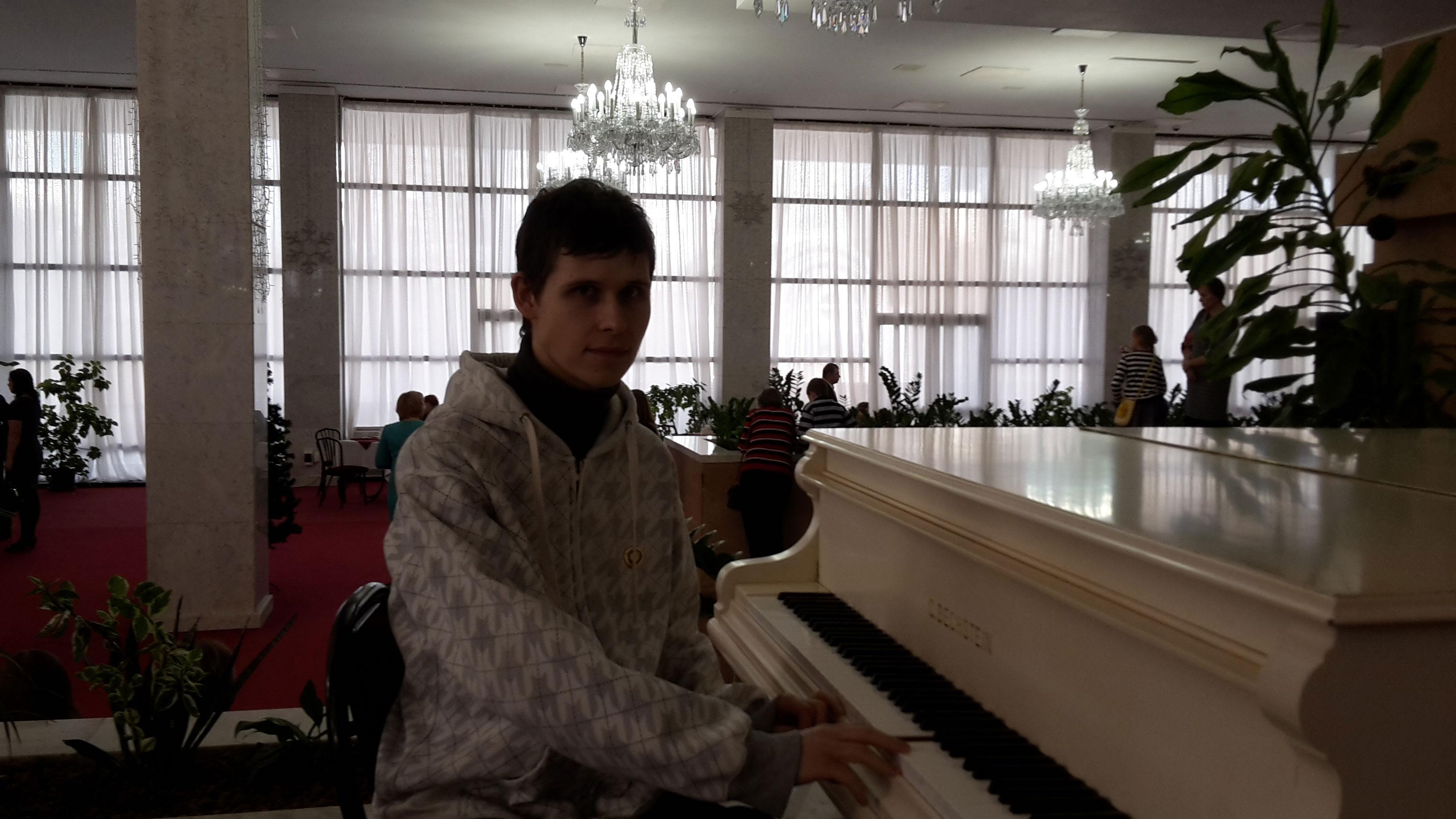 я провёл по клавишам пианино для создания мелодии