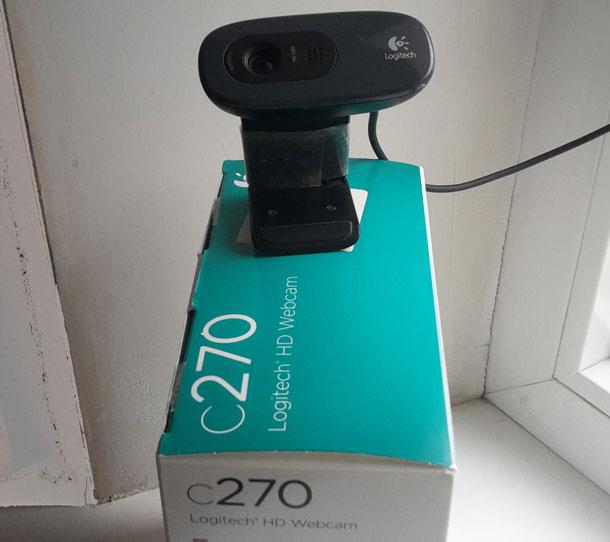 veb-kamera-okolo-okna-s-korobkoy