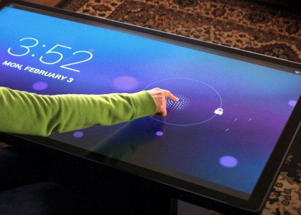 большой планшет, как столик