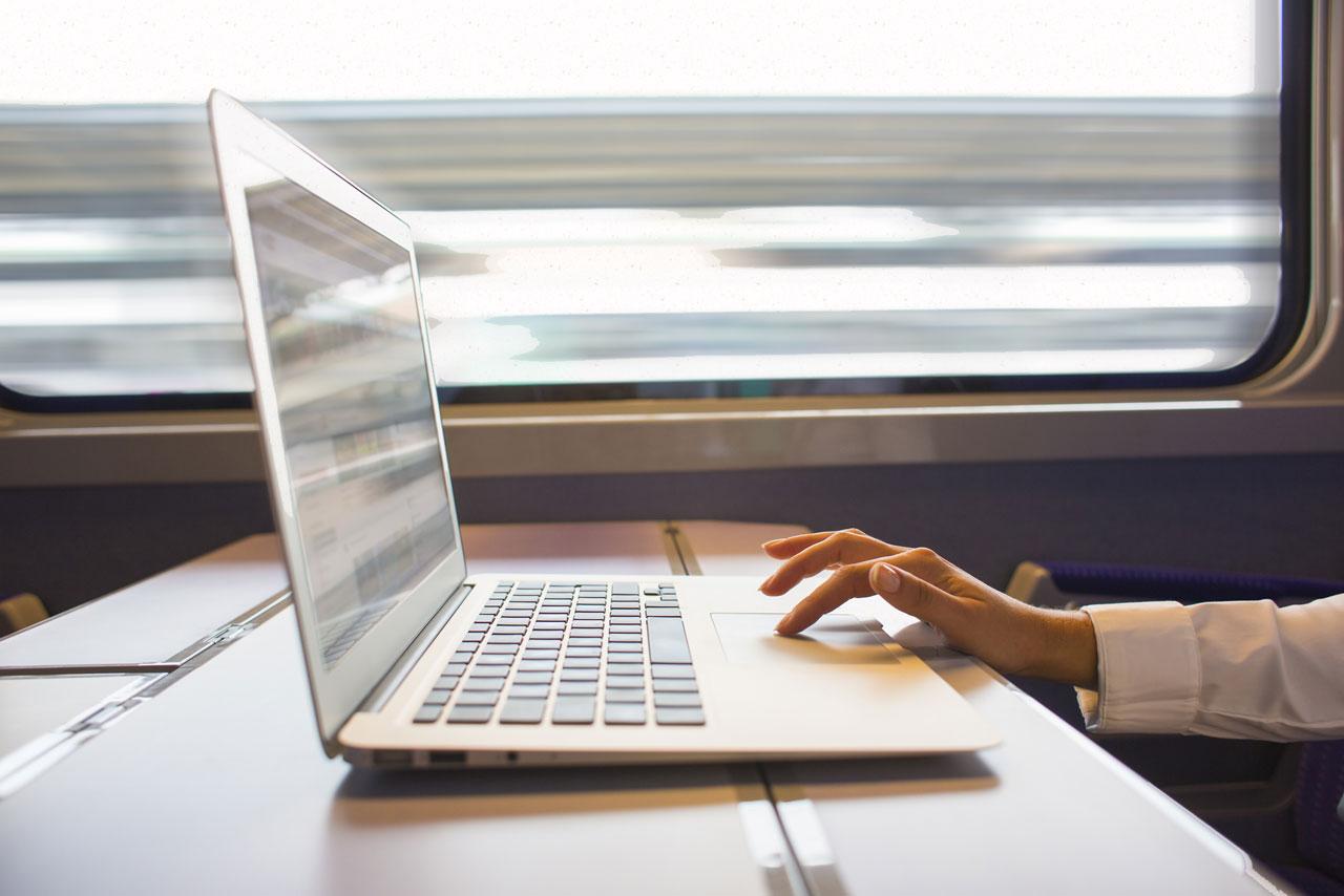 ноутбук проще с собой брать куда угодно