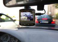 видеорегистратор стоит в авто и записывает