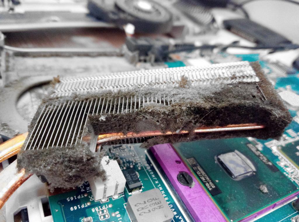 ноутбук грелся из-за пыли внутри