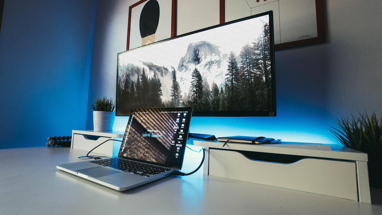 ноутбук подключен к телевизору