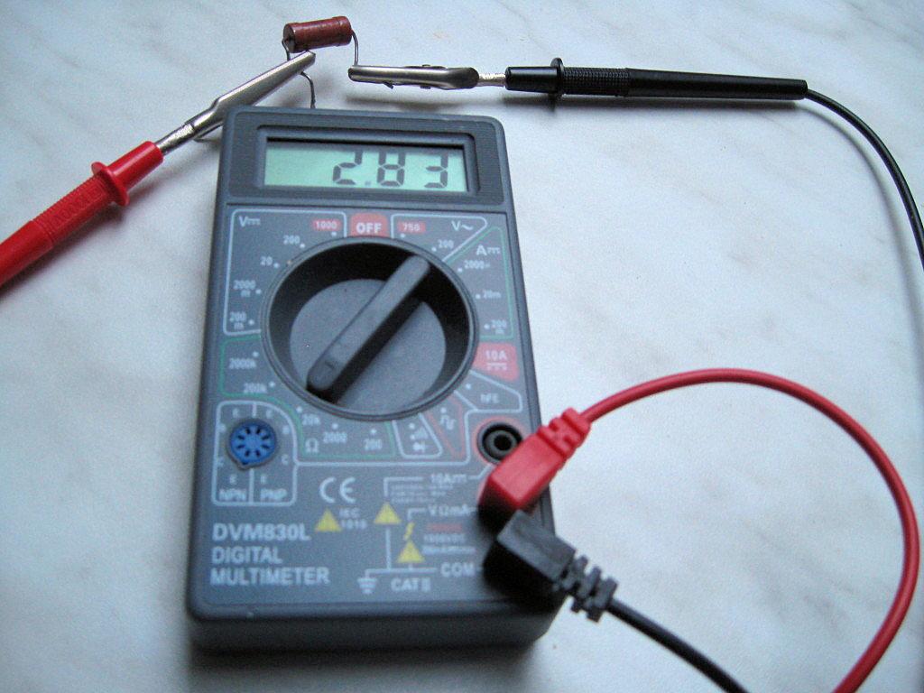 мультиметром измеряем омность, то есть сопротивление