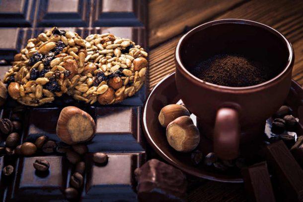 уже измельчённый кофе на жерновой кофемолке