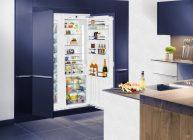 холодильник встроен в шкаф