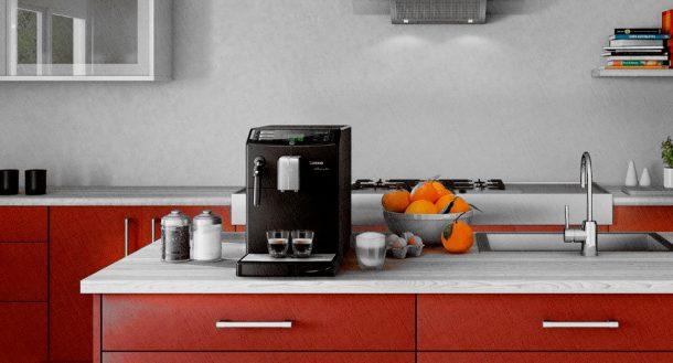 кофеварка Saeco на кухне в доме