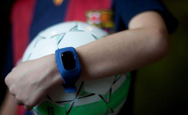 смарт часы детские на руке мальчика