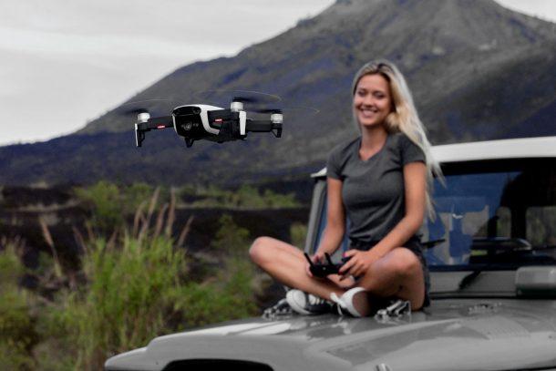 квадрокоптер дрон на воле: среди гор и деревьев