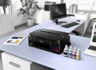 мфу принтер на столе с краской