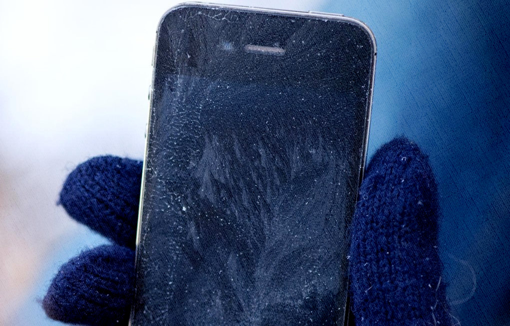 iphone замерз и не включается