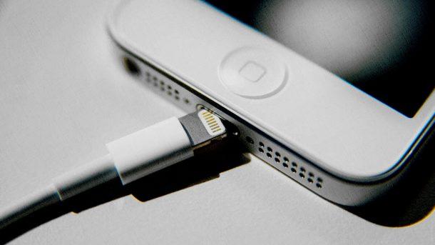 кабель для заряда iphone исправен, но не заряжает его