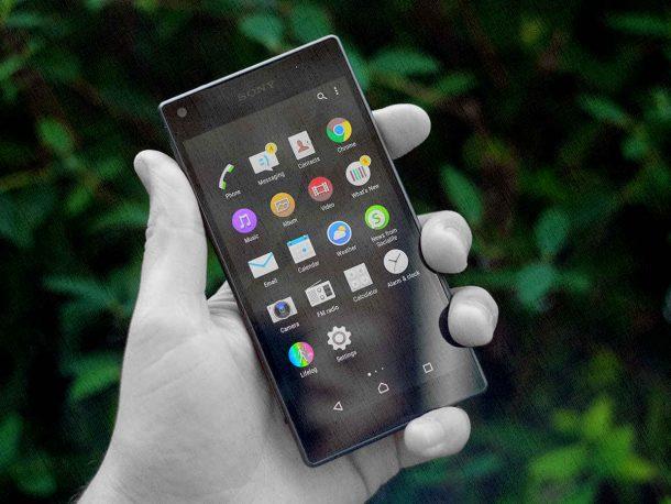 Компактный смартфон с хорошей камерой от Sony