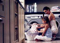 стиральная машинка в доме в семье