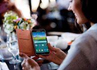 Samsung j2 в руках пользователя в радость