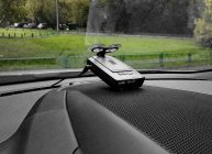 радар детектор за стеклом крутой тачки