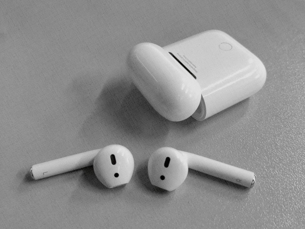 Apple AirPods 2 (с зарядным футляром) MV7N2