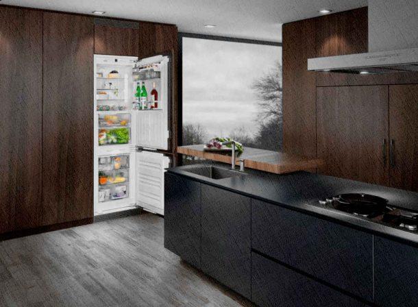 встроенный холодильник практически не замечен в мебели