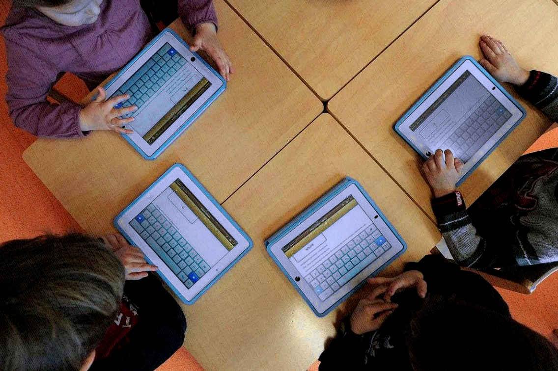 планшеты у детей для поиграть и по переписываться