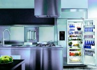 холодильник отлично вписался на кухню в 2021 году