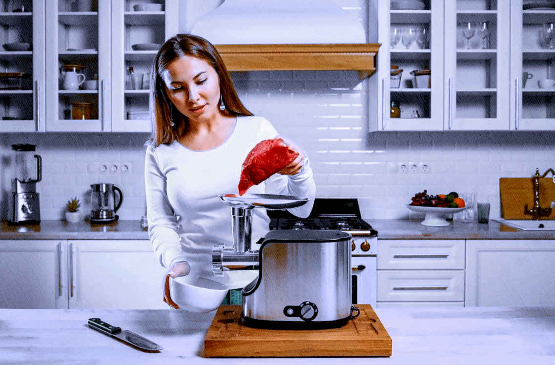 фирма веников не вяжет: мощная мясорубка готова перемолотить любое количество мяса