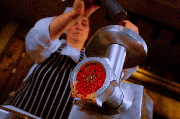 готовят на кухне на лучшей и производительной мясорубке, изготавливая фарш из мяса