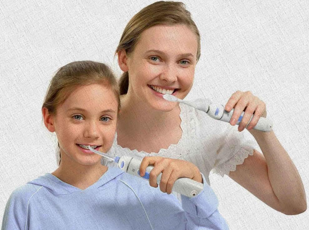 девочки чистят и полощут зубки ирригатором купленым по рекомендации Ростислава Кузьмина