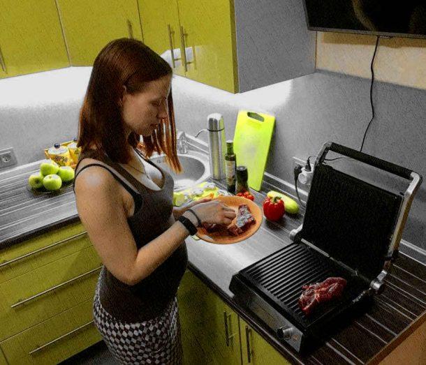 электрогриль для дома отлично подходит для прожарки и овощей и мяса