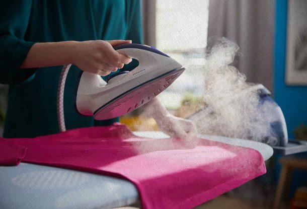 проглаживаем парогенератором купленный из рейтинга 2021 для дома одежды отпаривая каждый сантиметр